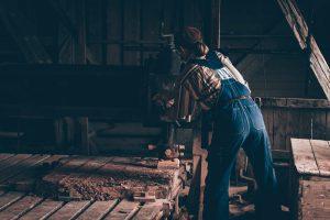 Arbete vid Råbäcks Mekaniska Stenhuggeri vid Kinnekulle